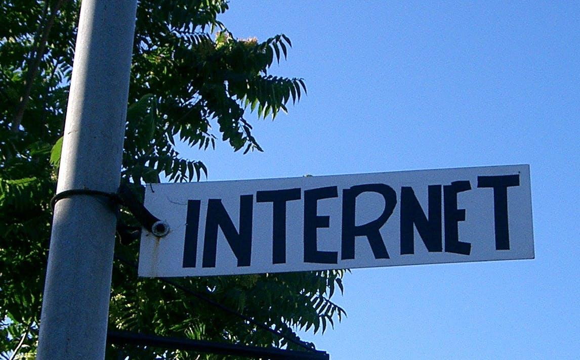 互联网巨头:媒体平台的法律和经济