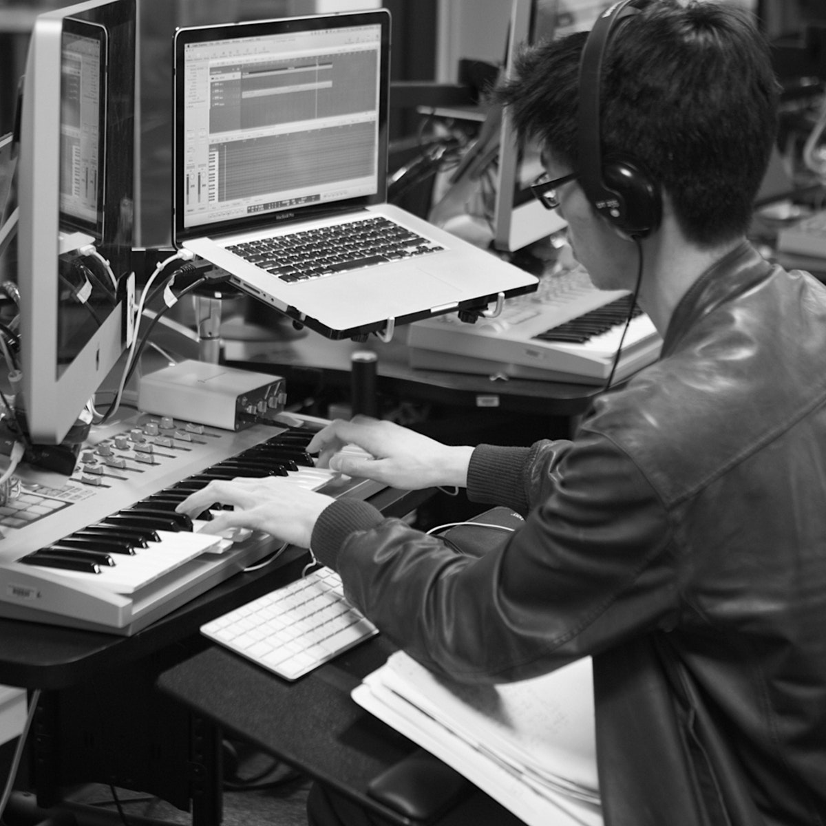 Creating Synthesizer Sounds for Electronic Music (Project-Centered Course)