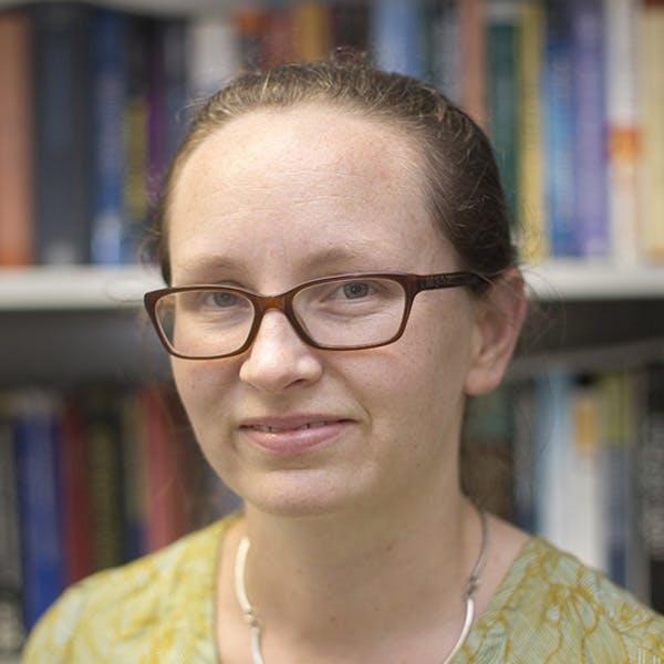 Dr Elizabeth  J.  Angstmann