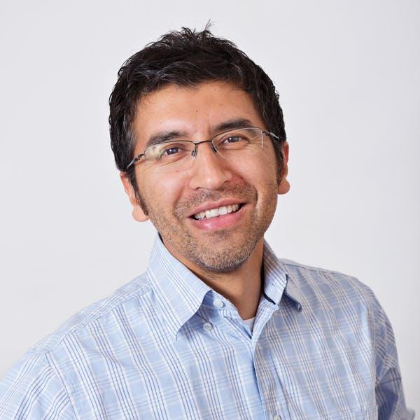 Dr. Luis Mundaca