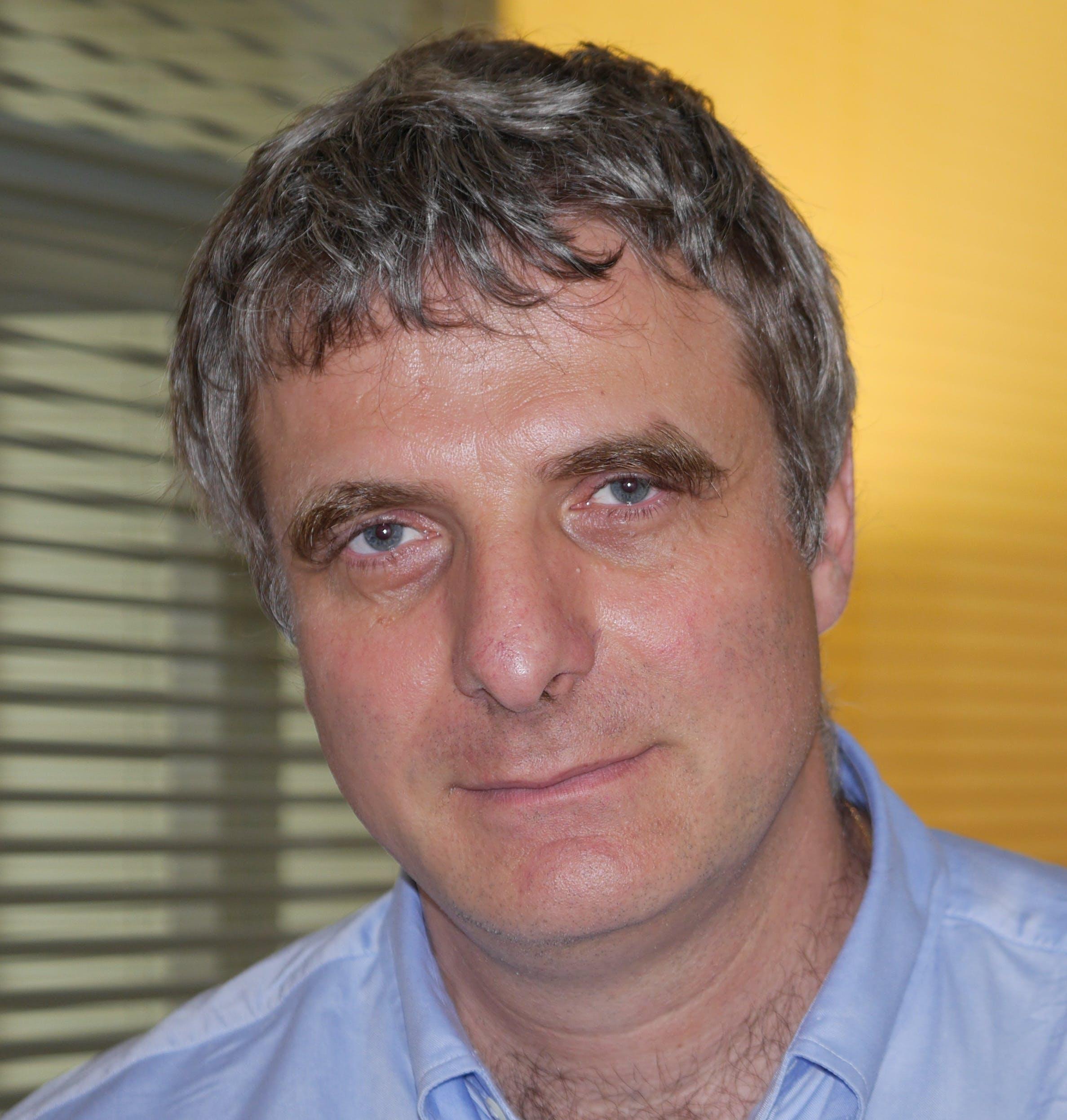 Yves Laszlo