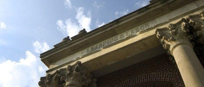 Universidade de Illinois em Urbana-ChampaignUniversidade de Illinois em Urbana-Champaign