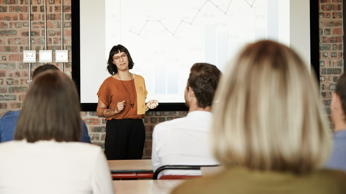 Data scientist presents her findings in a meeting